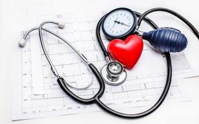 ¿Cómo ayuda el ejercicio físico a controlar la hipertensión arterial ?