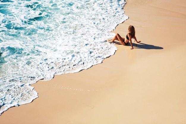 beneficios seguros adeslas y caminar por la playa y montaña